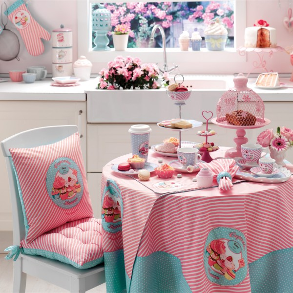 Tablecloth, glove, pot holder, kitchen towel, chair pad, napkin, table runner