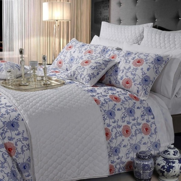 Reversible quilted comforter. Decor your room in harmony with coordinated bed sheet set and complement with quilted and printed pillows. Production on request.