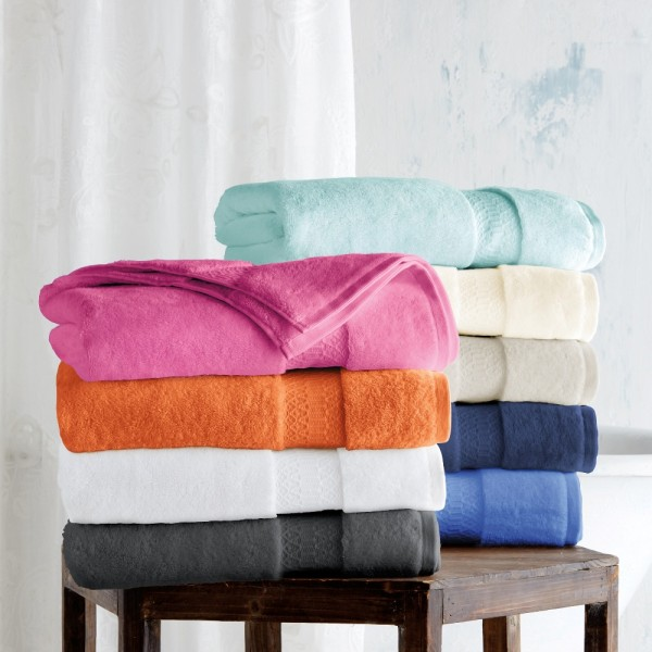 Terry bath towels in 100% cotton with viscose ton / ton jacquard border.