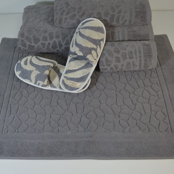 Range of articles in terry - various designs and qualities. Face towels, bath and SPA bath sheets, bathmats, and bathrobes. Choose good practices and sustainable techniques.