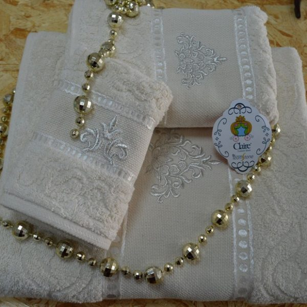 Terry bath towels in 100% cotton with ton / ton cotton jacquard border with embroidery.