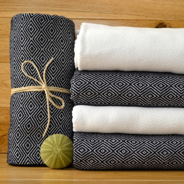 Multipurpose double-sided towels. In jacquard designs.