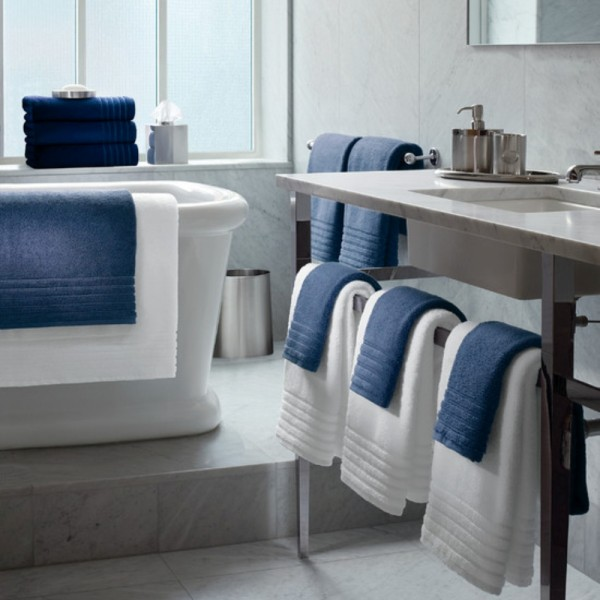 100% cotton terry towels with cotton ton / ton jacquard border. Hotel design. Bath and spa. It can be made in various sizes and colours.