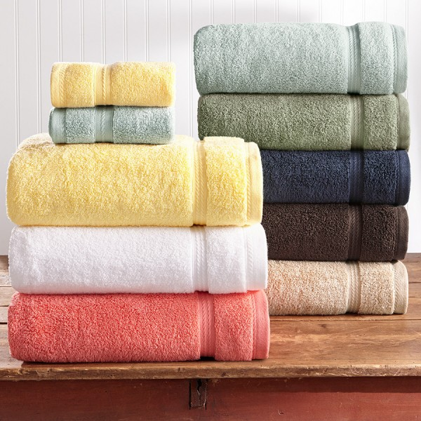 Terry bath towels in 100% cotton with ton / ton jacquard border.
