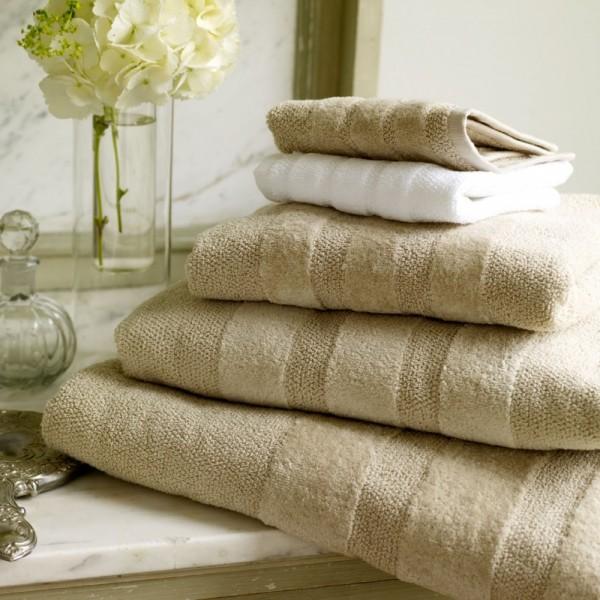 Cotton / linen terry bath towels with ton / ton jacquard border.